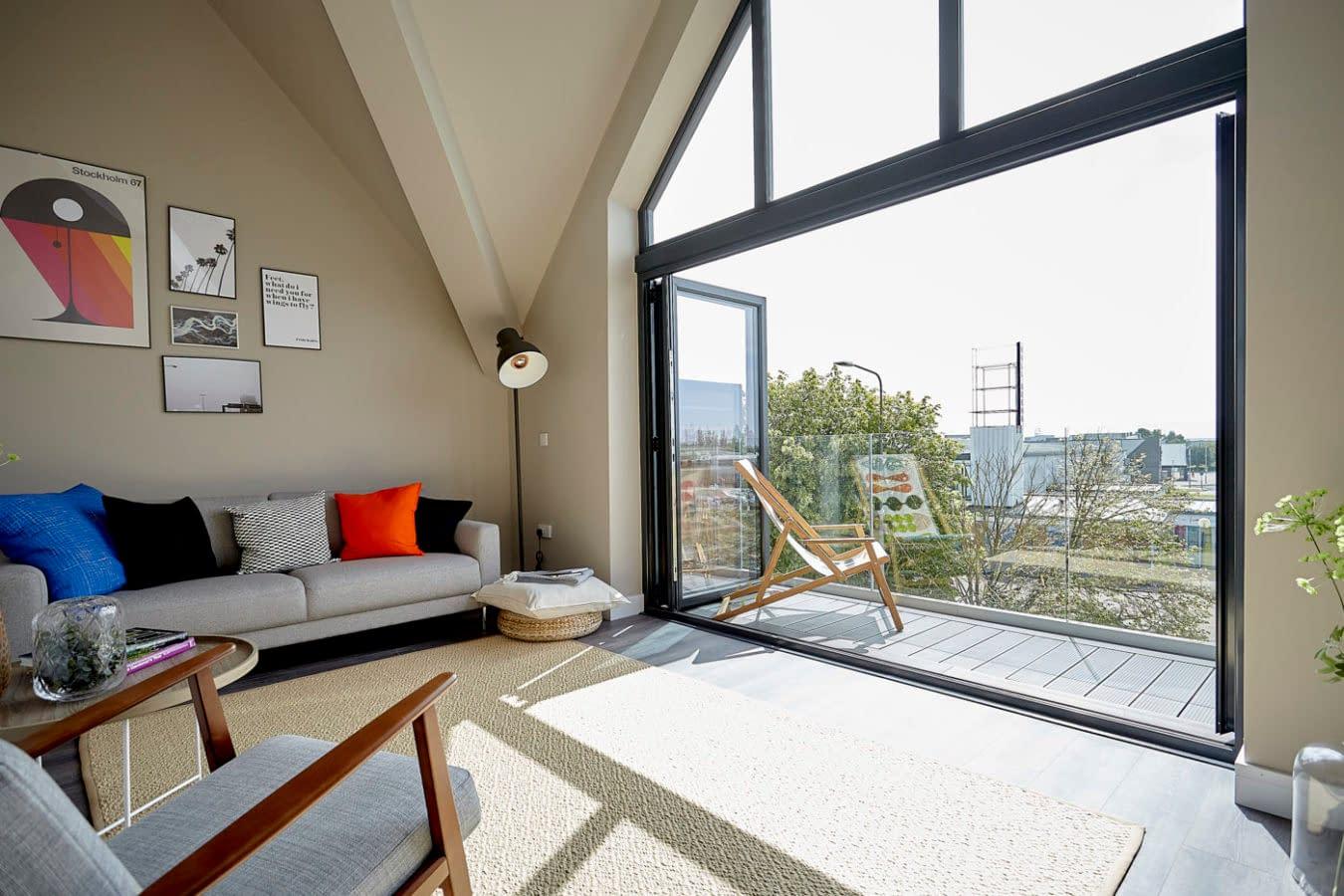 Frameless Aluminium Smart Channel on Balcony