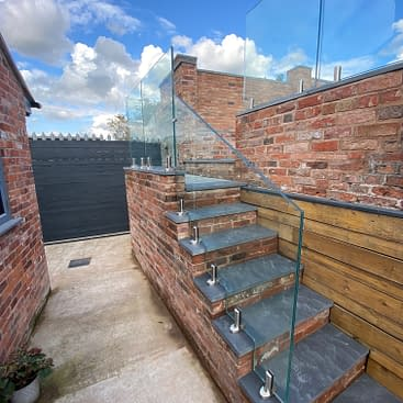 Stainless Steel Spigot Balustrade System with Laminated Glass