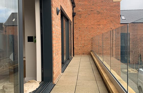 Easy Glass Smart Frameless Aluminium Channel System Balustrade on Exterior Balcony